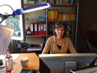 Nicole Hoefs-Brinker bei der Arbeit im Projektbüro
