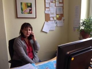 Petra Gandor bei der Arbeit im Projektbüro