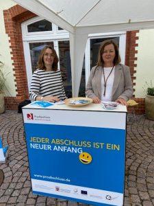 Bildungscoaches Ingrid Weinreich und Ruth Weber-Jung beraten zu Förderung von Berufsabschlüssen durch ProAbschluss